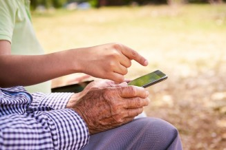 Smartphone für mobile Senioren