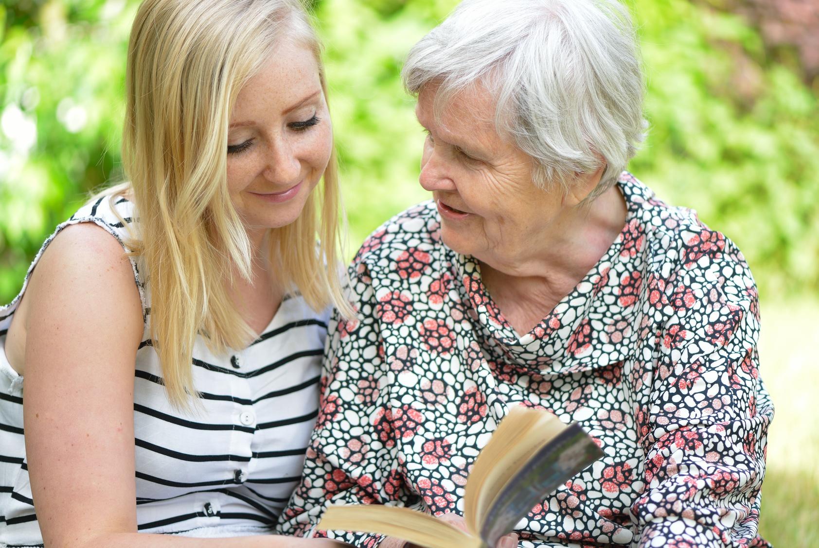 Seniorenbetreuung Stundenweise Betreuung Zu Hause Pflegede