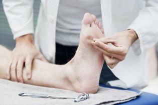 Sensibilitätstest bei einem Fuß
