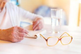 Tipps und Ratgeber: So führt man ein Pflegetagebuch richtig
