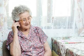 Seniorenhandy mit Notruftaste - zuhause und unterwegs ein sicheres Gefühl