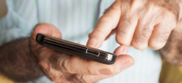 Smartphone für Senioren » Die umfassende Übersicht  pflege.de